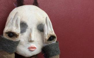 Bambino di 12 anni crea inquietanti sculture con materiali riciclati