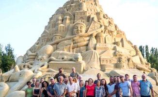 Il castello di sabbia più alto del mondo è stato costruito in Germania ed è davvero enorme