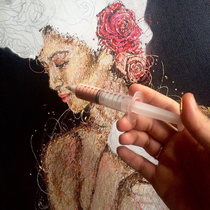 Infermiera realizza colorati dipinti utilizzando le siringhe