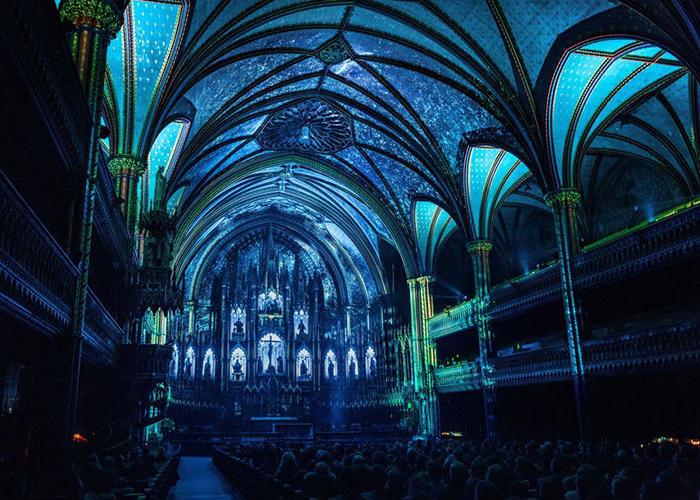 Uno spettacolo luminoso e multisensoriale accende il cuore di Notre-Dame a Montreal