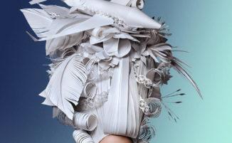 Artista russa reinterpreta parrucche barocche utilizzando la carta