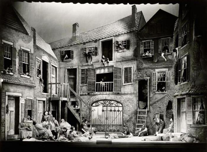 Bellissime foto documentano i maestosi set teatrali del primo'900