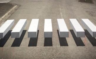 Strisce pedonali 3D in Islanda per rallentare il traffico, ma è solo un'illusione ottica