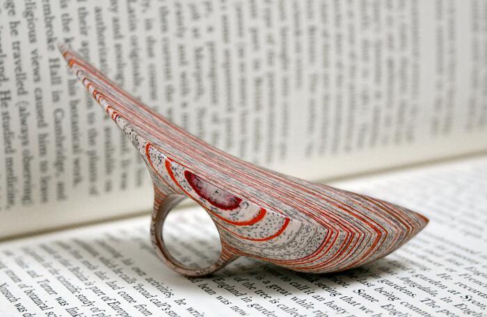 Artista realizza incredibili gioielli utilizzando vecchi for Design di gioielli