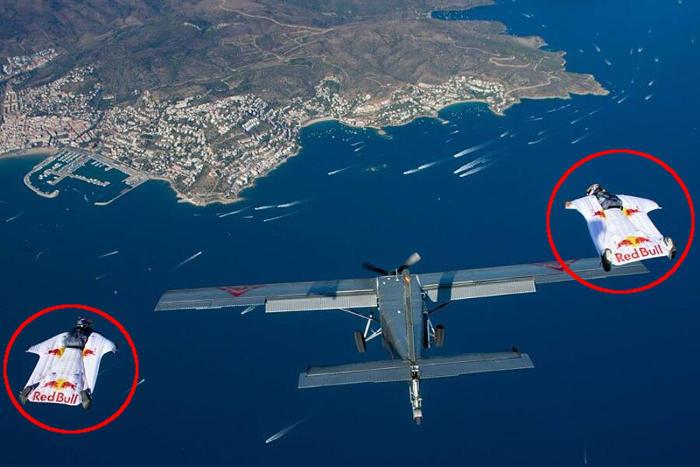 L'incredibile video di due ragazzi che si lanciano da una montagna e s'infilano in un aereo in volo