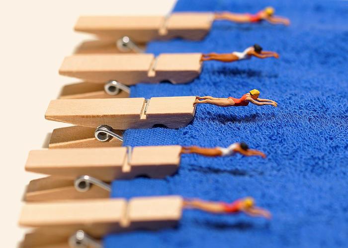 Piccoli mondi in miniatura trasformano le attività quotidiane in scenari da incanto