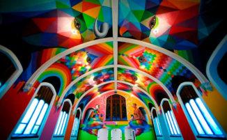 Lo street artist Okuda San Miguel decora una chiesa per i devoti della cannabis