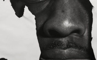 Questo artista nigeriano realizza opere d'arte incredibilmente realistiche solo con una matita
