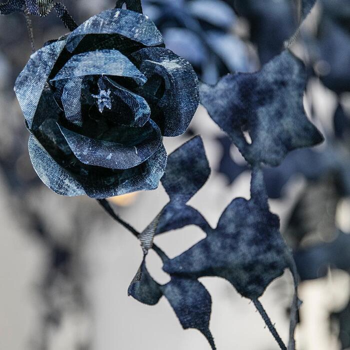 Installazione Arte Giardino Di Jeans Secret Garden Ian Berry