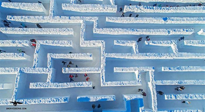 Snowlandia: il più grande labirinto di neve del mondo apre in Polonia