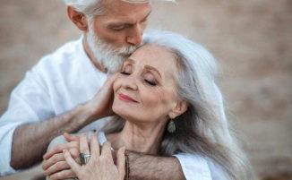 """Non chiamateli """"vecchi"""": un'agenzia di modelli che accetta solo i più anziani"""