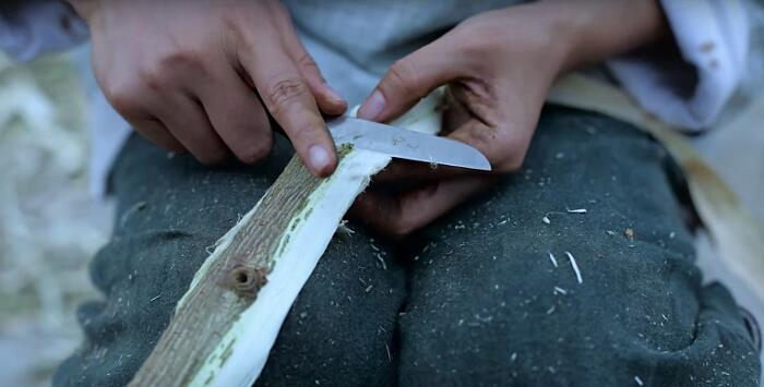 Un video illustra dettagliatamente come produrre la carta manualmente