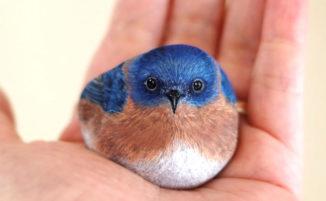 """Artista trasforma pietre in piccoli e """"teneri"""" animali"""