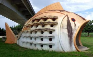 Bagni pubblici in Giappone a forma di pesci, granchi e tronchi d'albero