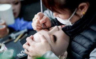 Uno sguardo all'interno di una fabbrica cinese di sex dolls