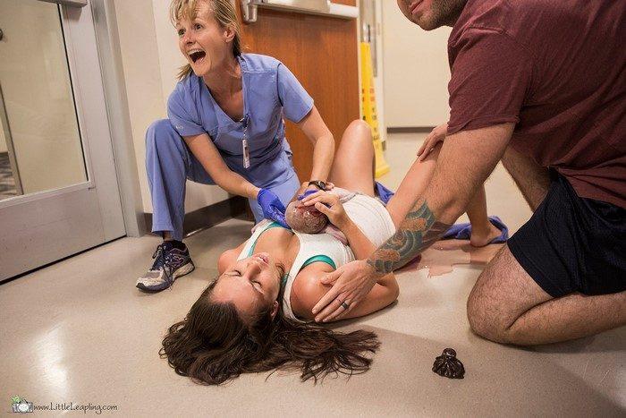 Donna partorisce nel corridoio del pronto soccorso, Little Leapling Photography