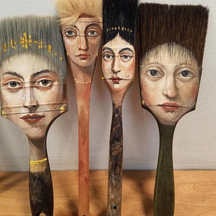 Artista trasforma vecchi pennelli ed altri oggetti usati in opere d'arte