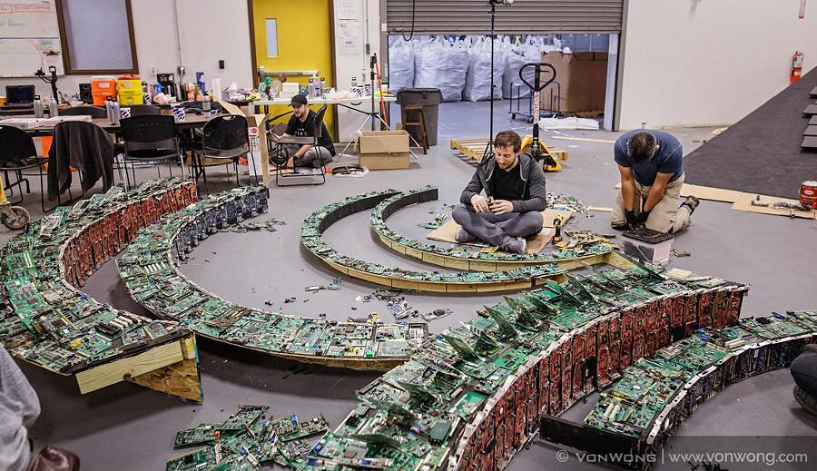 Rifiuti Informatici Diventano Arte Benjamin Von Wong