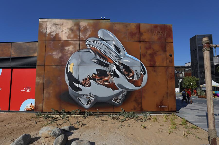 Street Art Chrome Rabbit Dubai Bikismo