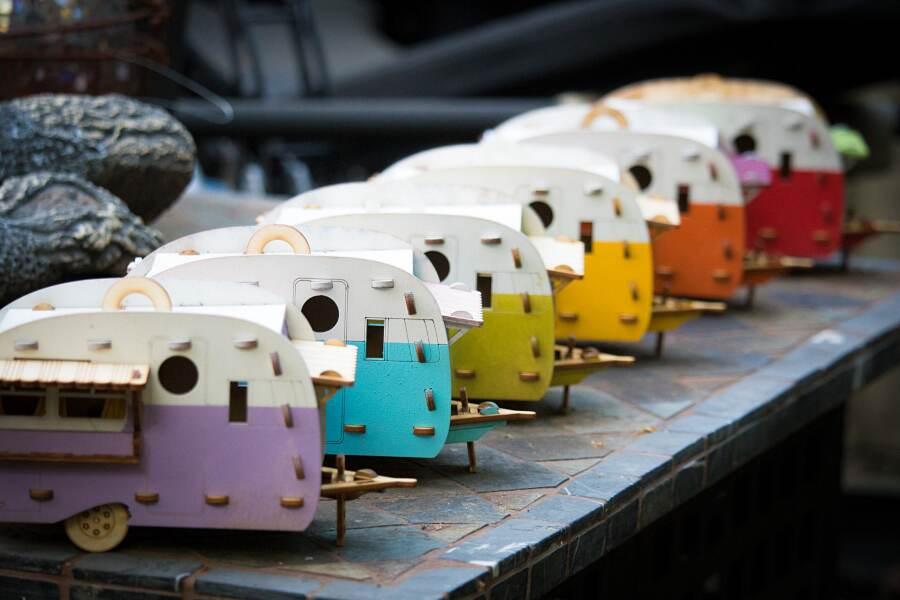 Casa per uccelli a forma di roulotte vintage