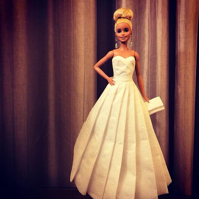 Abiti sposa Barbie con fazzoletti di carta