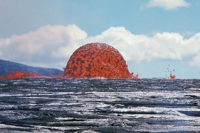 Cupola di lava durante l'eruzione del vulcano Mauna Ulu, Hawaii