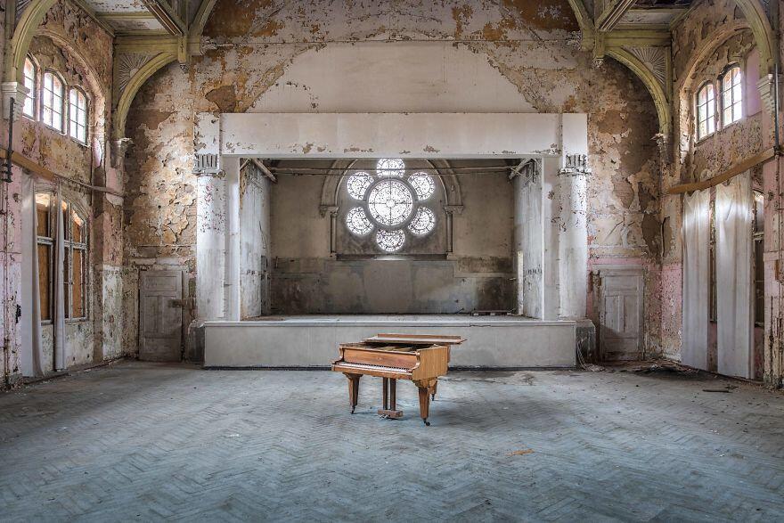 Foto Luoghi Abbandonati E Pianoforti Romain Thiery