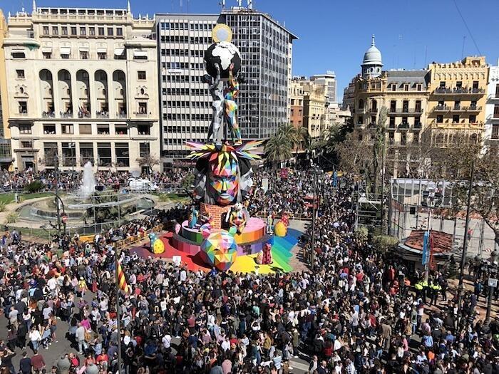 Street Artist realizza una scultura alta 25 metri per il Fallas Festival di Valencia