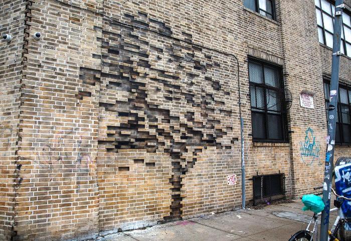 Alberi che crescono tra i mattoni e le saracinesche nella street art di Pejac