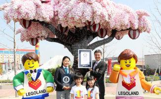 Un albero di ciliegio fatto da 800.000 pezzi LEGO è entrato nei Guinness World Records