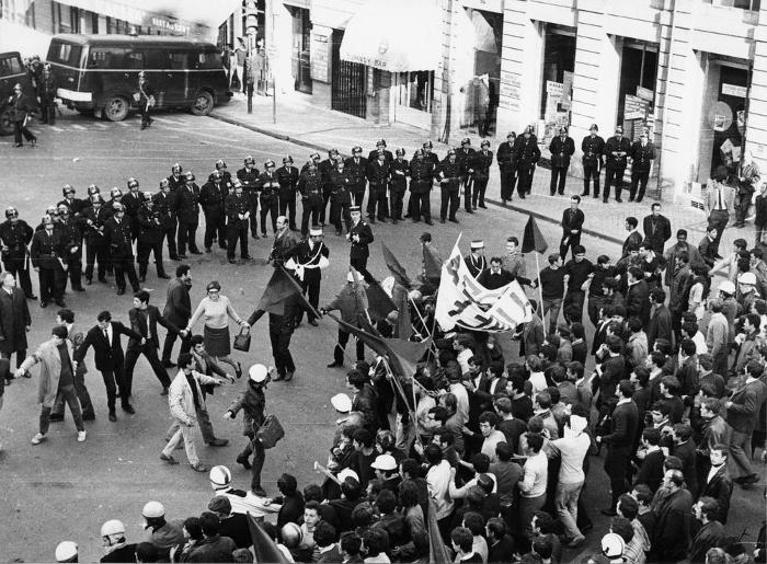 Le immagini più belle dei movimenti del 68 nel mondo - Francia