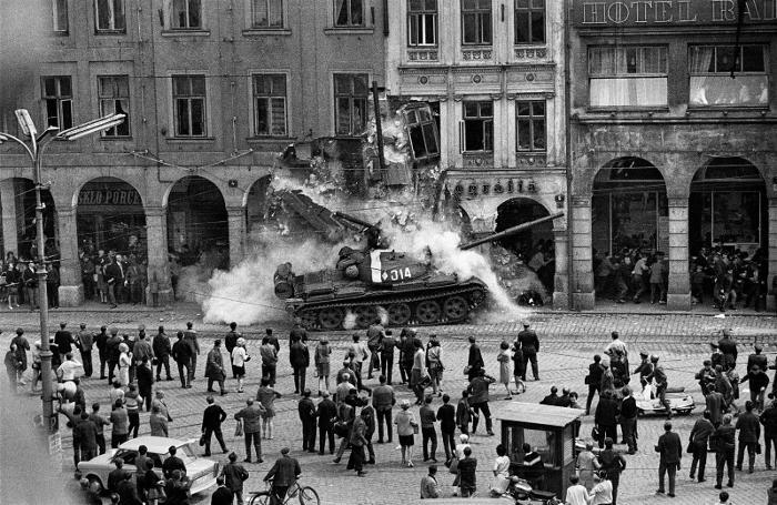 Le immagini più belle dei movimenti del 68 nel mondo - Praga