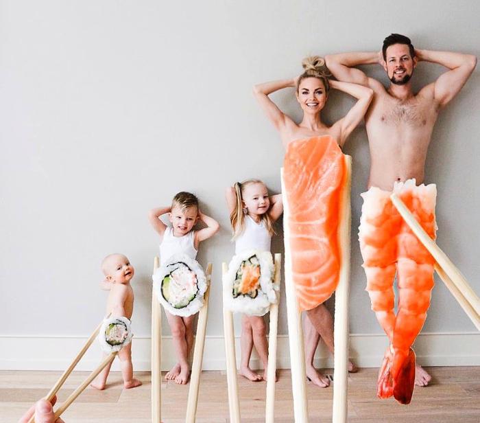 Mamma creativa realizza foto di famiglia originali e divertenti
