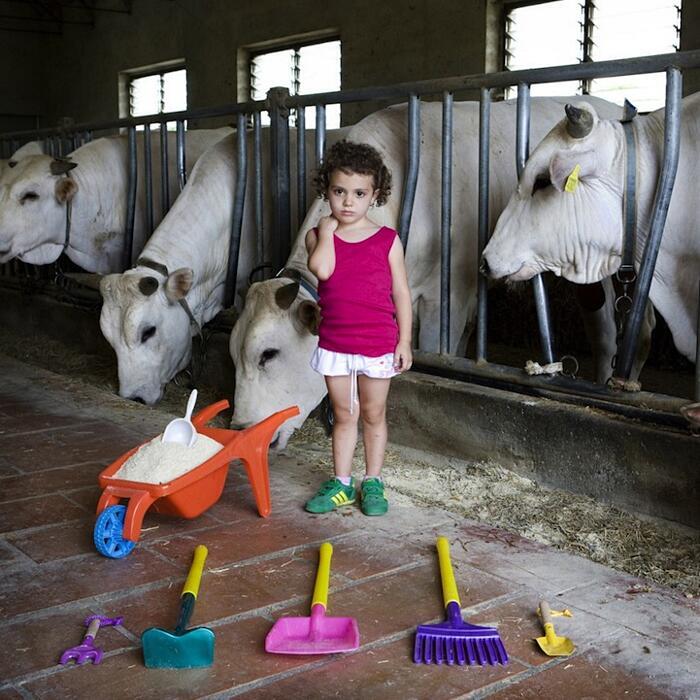 Bambini Del Mondo Mostrano I Loro Giocattoli Gabriele Galimberti