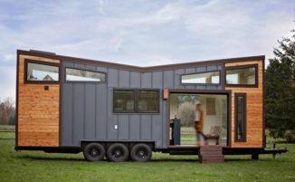 Una micro casa con una parete mobile per le feste con gli amici