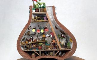 Piccoli mondi in miniatura racchiusi dentro vasi di ceramica fatti a mano