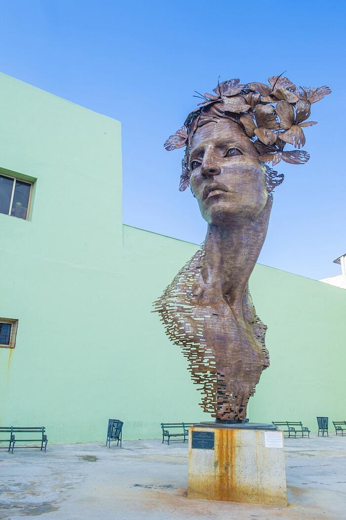 Scultura Acciaio Primavera Rafael San Juan Cuba