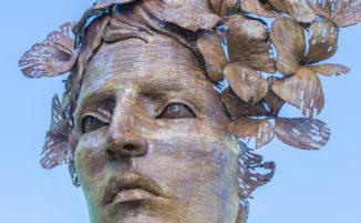 Una scultura in acciaio riciclato celebra la forza delle donne cubane