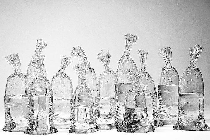 Sculture Di Vetro Sembrano Sacchetti Di Plastica Dylan Martinez