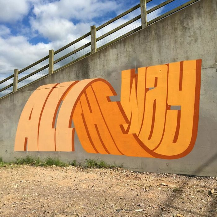 Questo street artist usa incredibili font e lettere tridimensionali