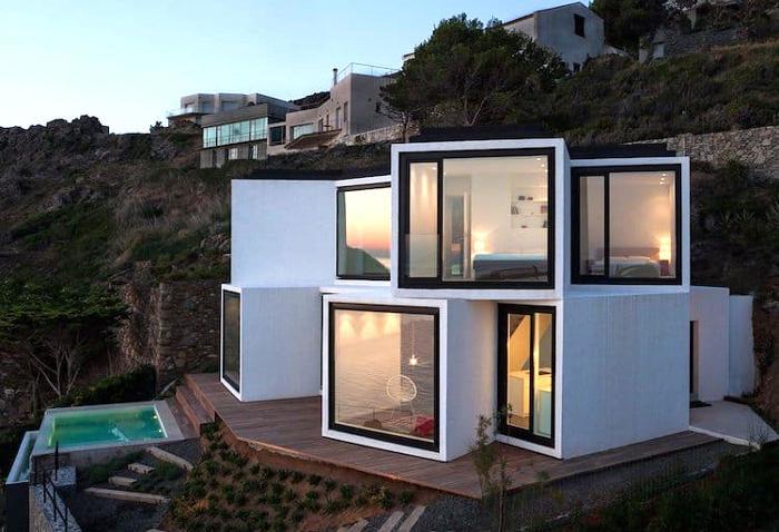 La casa 'Girasole' che si apre come un fiore con vista sul Mediterraneo