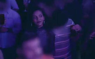Un vestito anti molestie sessuali rileva quante volte le donne vengono toccate in discoteca