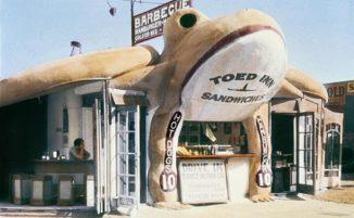 California Crazy: viaggio attraverso la bizzarra architettura pop dei negozi della West Coast
