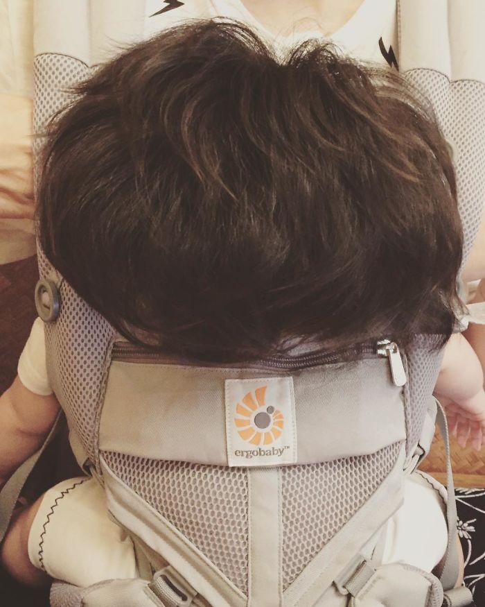 Bambina Di 6 Mesi Con I Capelli Foltissimi