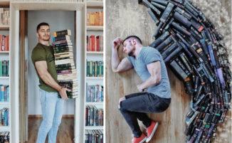 Organizza la sua enorme biblioteca di libri in scene fantasiose