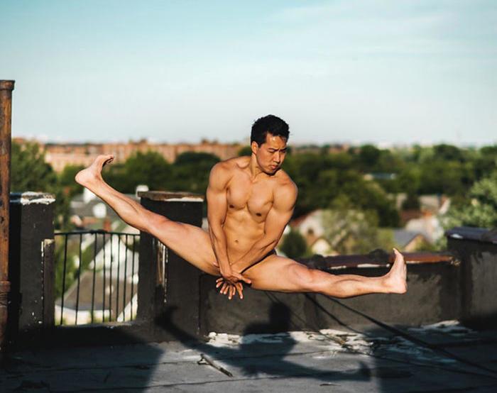 Fotografo cattura gli incredibili fisici dei ballerini mentre posano nudi sui tetti di New York