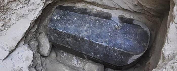 Firmano Per Bere Il LIquido Trovato Nel Sarcofago Alessandria