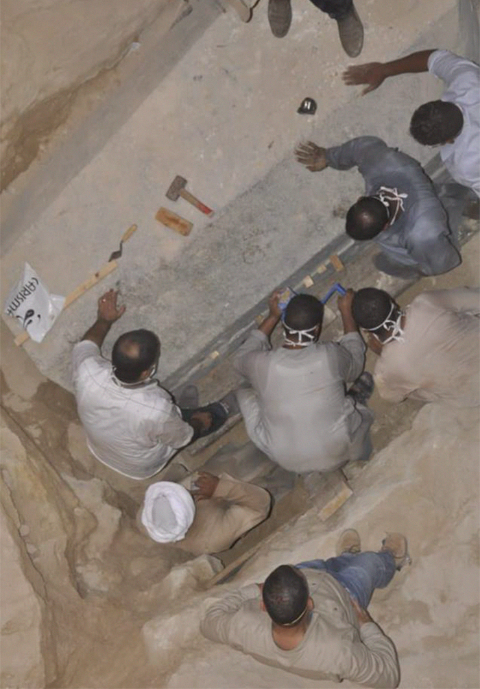 Aperto Sarcofago Nero Sidi Gaber Alessandria Egitto