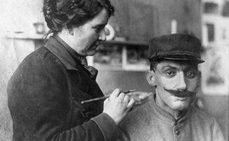"""La donna che """"restaurava"""" i volti devastati di soldati della Prima Guerra Mondiale"""