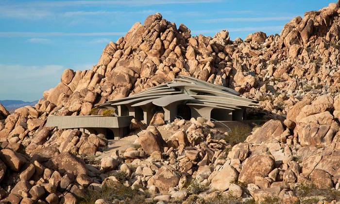 Questa casa organica costruita nel deserto si fonde perfettamente con l'ambiente